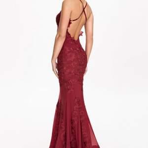 Finaste balklänningen från forever unique modell porsia dress. Slutsåld! Bättre bilder kan fixas.