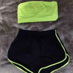Neongröna set, en topp och en shorts. Båda i storlek S!