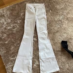 Vita bootcut från Dr Denim, använda fåtal gånger, storlek S längd 34(den längsta)