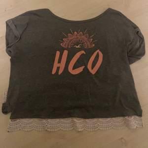 Fin t-shirt från hollister. Ganska använd men ändå bra skick.