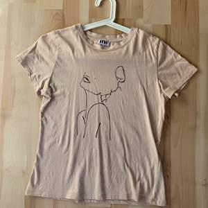 Rosa tröja som inte kommer till användning. Strl s. 70kr + 44kr frakt.