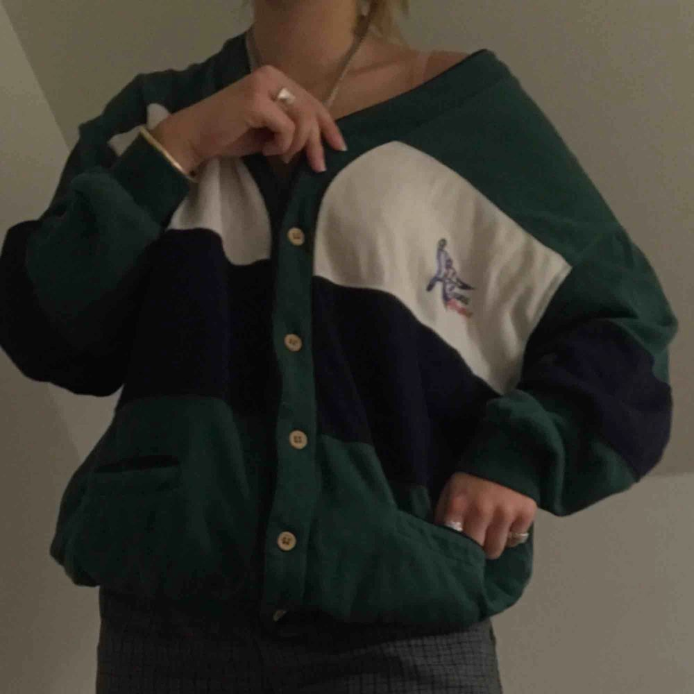 Extremt bekväm och snygg tröja!! Ser bra ut med lager eller bara av sig själv. Tröjor & Koftor.