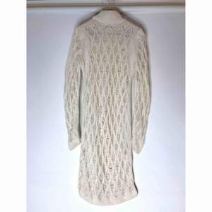 Nypris 500, mitt pris 200! Supersnygg Yeezy inspirerad klänning, aldrig använd. Köparen står för frakten, kan även mötas upp.