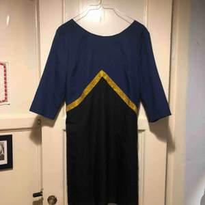 Handsydd superhjälte-inspirerad klänning köpt vintage. Såå fin men får aldrig användning för den ✨