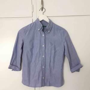 Trekvartslång skjorta från United colors of Benetton.   Frakt tillkommer 📮