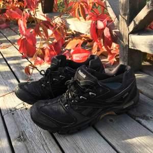 Sneakers från Reebok, storlek 44.