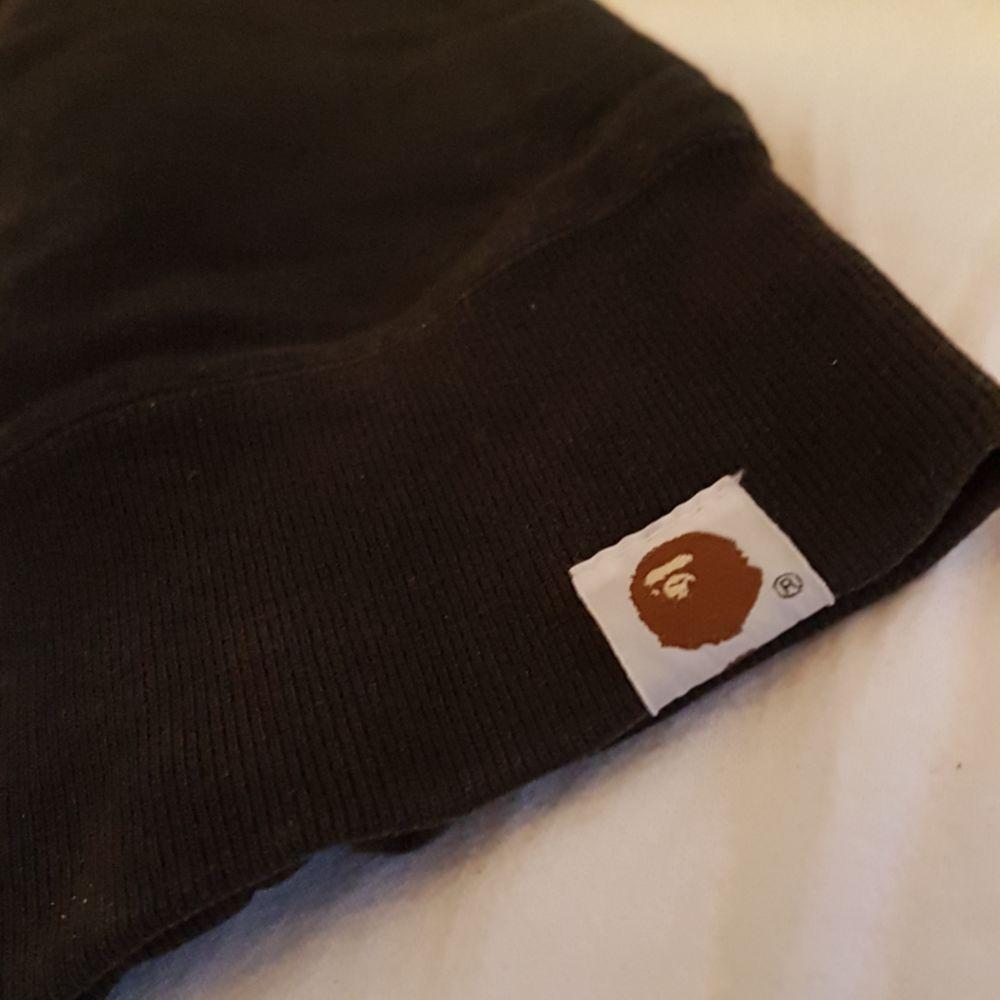 En Bape Hoodie som inte används längre Bra skick, inga fula märken, fläckar eller liknande Pris kan diskuteras. Huvtröjor & Träningströjor.