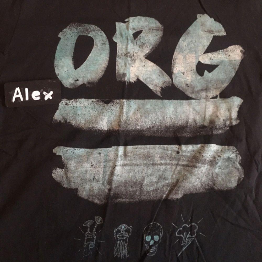 Jack Jones Tshirt Använd en gång Priset är ej satt i sten. Möjlighet för meetup i Stockholm och kan skickas på köparens bekostnad. Om mer bilder önskas, skicka ett PM :). T-shirts.