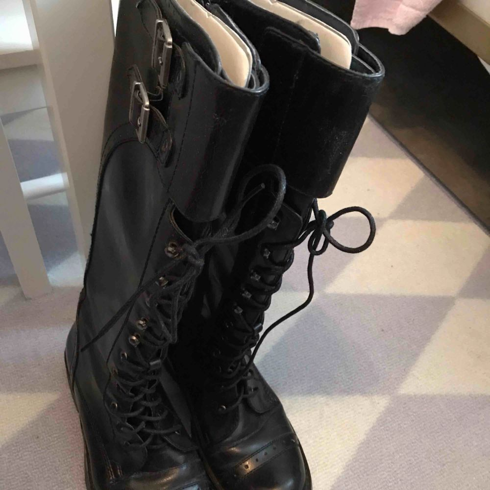 Sälja en vinter skor är som ny i storlek 37. Men passar i storlek 36 också. Pga har jag flera vinter skorrar . Skor.