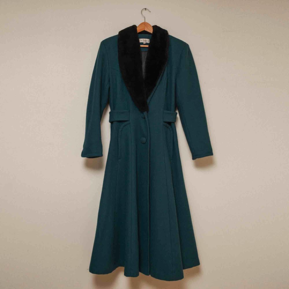 1970's single breasted wool coat from Le Chateau.. Jackor.