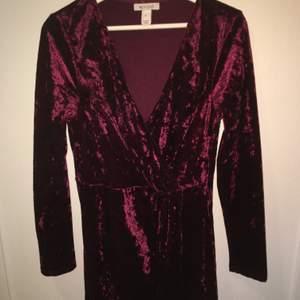 Sammets klänning från Nelly
