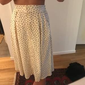 Helt ny kjol från monki med prislapp kvar, säljer då jag slängde kvittot:) storlek s 💕