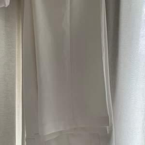 Nya kostymbyxor från NAKD, aldrig använda pga för små redan när jag inskaffa byxorna! Frakt tillkommer