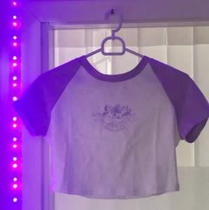 croppad t-shirt, lavendel färg, strl M från shein, oanvänd