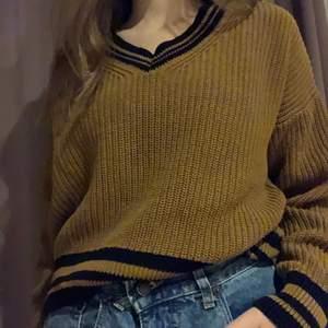 Suuuuperfin stickad tröja köpt från New Yorker. Den här tröjan är jättebekväm och är inte alls kliande :) Köparen står för frakt  🚚 ❤️