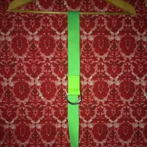 Neongrönt skärp, aldrig använt.