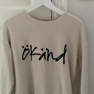 Super fin sweatshirt från märket ökänd. Finns bara en visst antal av dessa. Storlek S och fint skick