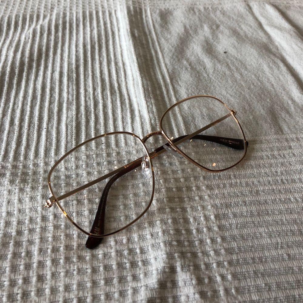 Ett par oanvända glasögon med glas utan styrka. . Accessoarer.