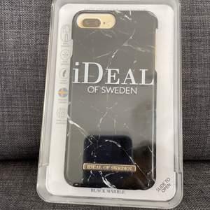Svart iPhone skall från ideal of sweden. Köparen står för frakten 💕buda hjärna 💕