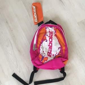 En rosa,orange babolat väska/tennisväska aldrig använd frakt tillkommer.