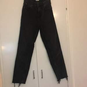 Sällan använda jeans från zara, slutsålda. Vid modell