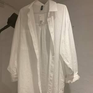helt oanvänd skjorta från h&m❤️alla lappar kvar💞