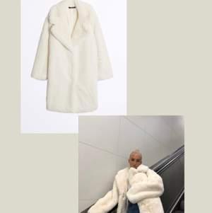 Faux fur ifrån Gina Tricot, stor favorit i garderoben! Nypris 1200kr säljer för 600kr, superpris! Kappan är i strl XS, jag bär vanligtvis strl S-M