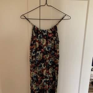 Blommig klänning från Vero Moda. 100 inklusive frakt.