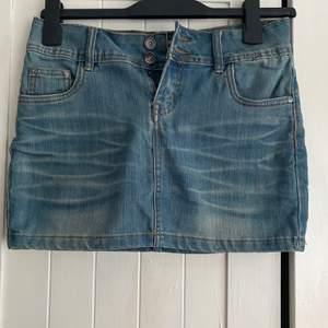 Jeans kjol, hittar inte strl men skulle gissa på S/M