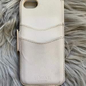 Plånboksskal till iPhone 8 från ideal of sweden. Fint skick och bra kvalite! Nypris 399kr säljer för 100kr