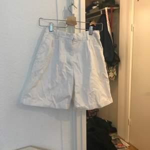 Vintage short med superfin passform! Höga i midjan och lite längre. Kan fraktas