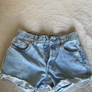 Levis shorts som nya