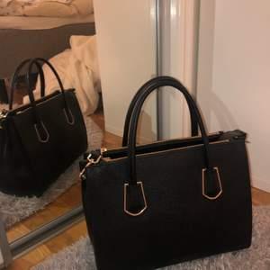Rymlig stor väska som är helt nu och inte använd💕 #väska #svart #rymlig #stor
