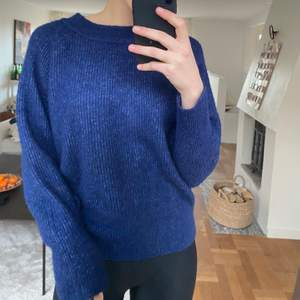 Skit fin tröja köpt på Ellos för ett tag sen! Verkligen en fin blå färg, storleken skulle jag egentligen säga är mer en 36/38. Frakt tillkommer