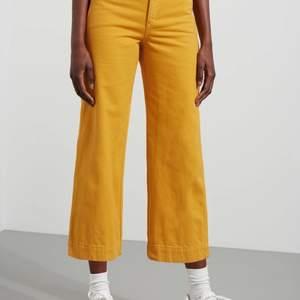 Vida gula jeans från weekday. Köpta 2hand. Strl: 36 pris: 80kr+frakt