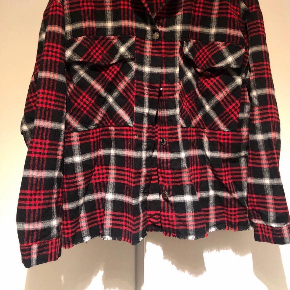 Cool overshirt i flanell från zara, mycket bra skick. I storlek S. Säljer för 150kr.. Skjortor.