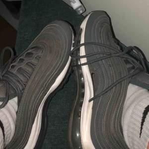Nike 97or i mycket bra skick. De gröna är i princip oanvända de röda är mer använda. Nypris ca 1000kr/st. De röda säljs för 250 de gröna för 300, båda tsm för 500