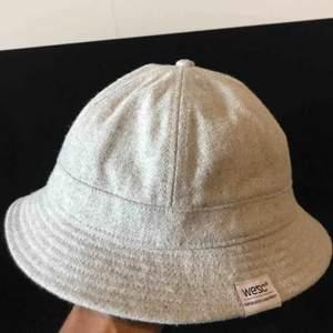 Wesc hatt i fint material. Använd ett fåtal gånger