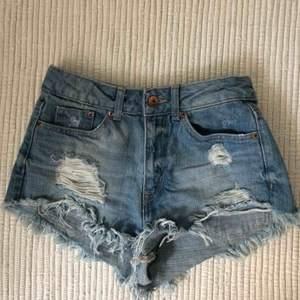 Slitna jeansshorts från hm.