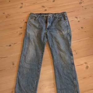Wrangler jeans köpta på humana, fint skick