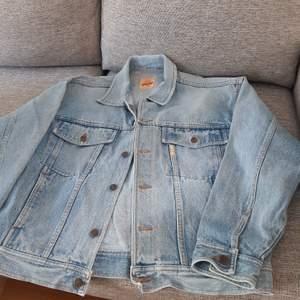Unisex oversized vintage jeansjacka ca strl Large (hämtas/ köparen står för frakten)