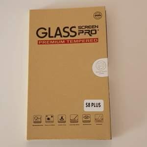 Skydds glas till Samsung S8 plus, säljer pga har Samsung S8 och inte s8 plus, så beställde fel, frakt betalas själv