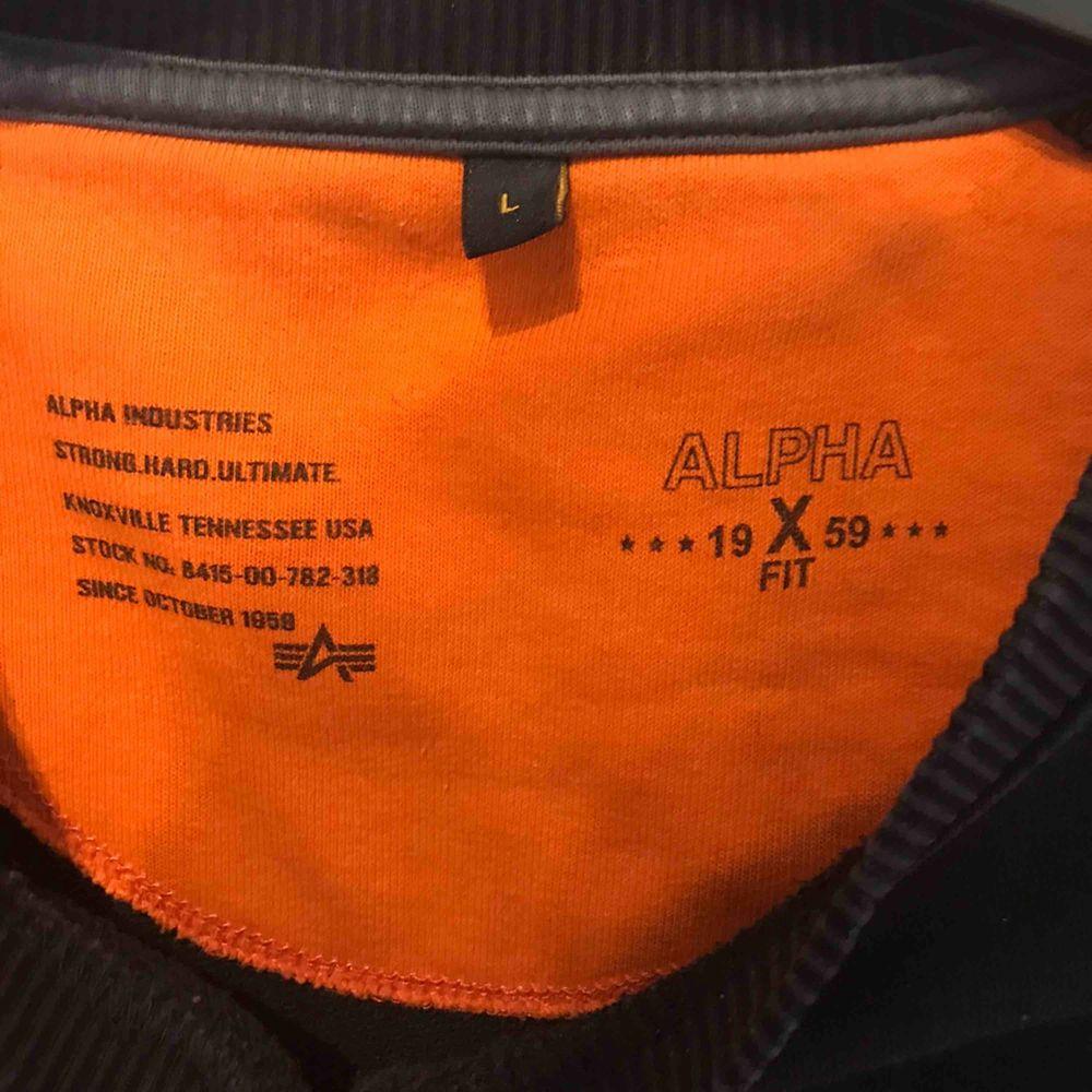 alpha industries sweatshirt storlek L för killar,  Frakten står köparen för, kan även mötas upp i Göteborg🥰. Huvtröjor & Träningströjor.