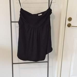 Underbar kjol från Filippa k i härlig material. Frakt tillkommer. Bra skick.