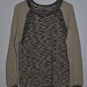 Stickad tröja från Urban Outfitters. Sparsamt använd