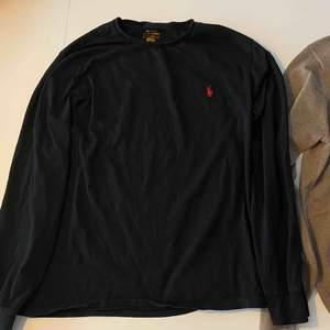 långärmad t-shirt från Polo Ralph Lauren i strl L. Plagget är i mycket bra skick!