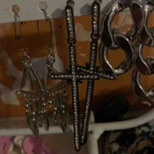 Säljer även dessa fina öronhängen jag köpte i cypern så vet inte exakt hur mycket de kostade men iallafall ungefär runt 100 kr. 60 kr inkl frakt
