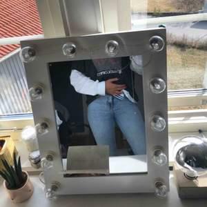 Snygga Jeans från Bik Bok i strl S. Sitter lite tight på mig som är M men är annars straight i passformen