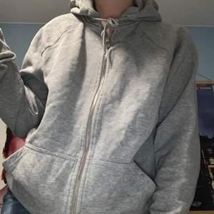Grå zip hoodie från Weekday i fint skick! ♥️