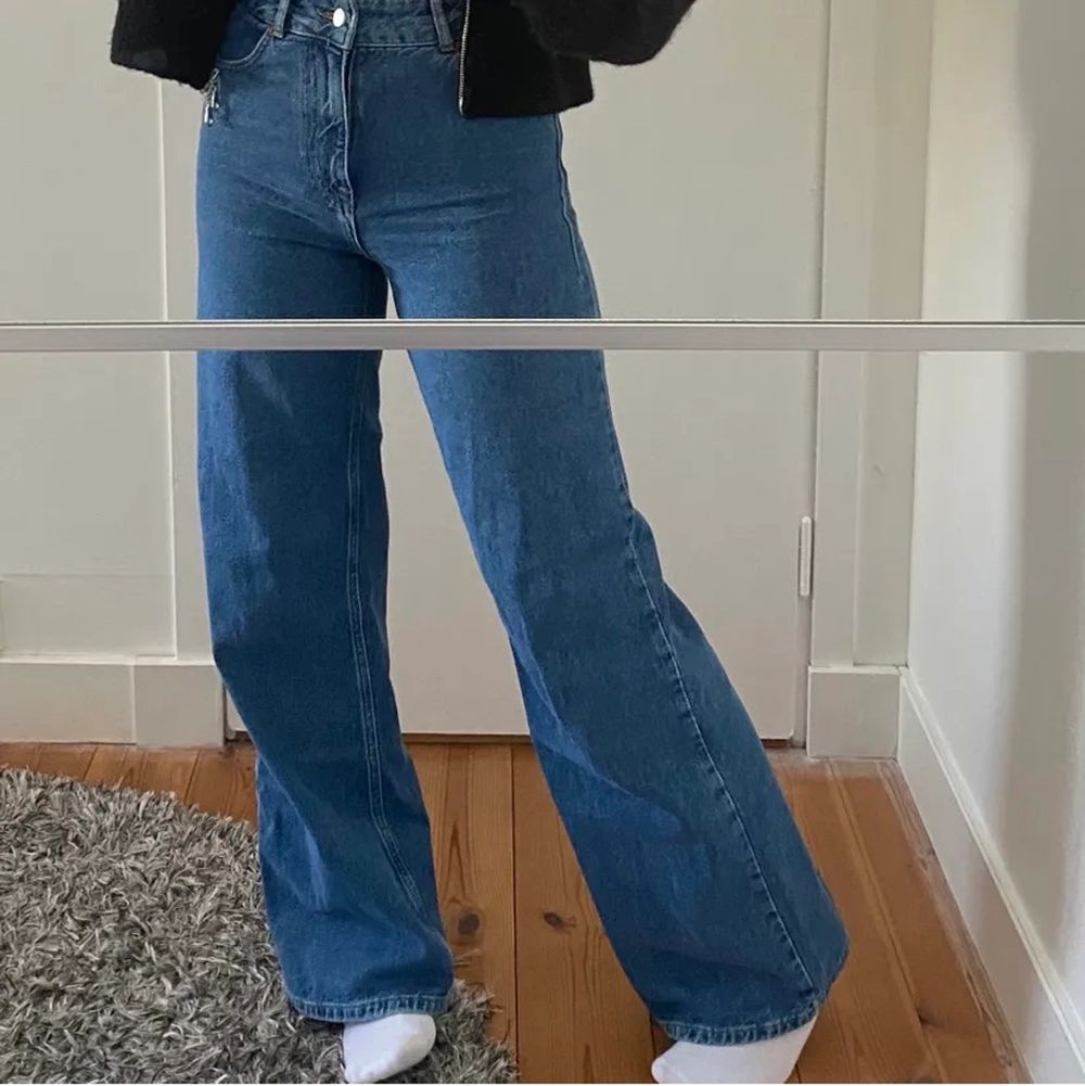 Zara jeans full lenght. Helt nya bara använda en gång. Inte min bild men kan skicka egna💖storlek 34. 350+frakt. 90s full lenght.. Jeans & Byxor.